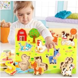 Animale fericite la ferma Puzzle din lemn cu maner si imagine sub piesa