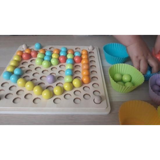 Joc de indemanare cu bile colorate din lemn